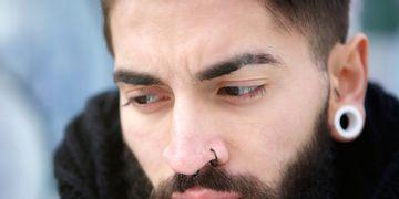 Remodela el lóbulo de la oreja con Piercing Reverse