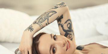Disimula cicatrices y estrías con el arte del tatuaje