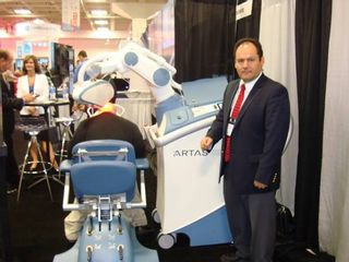 Robot que coloca implante de pelo