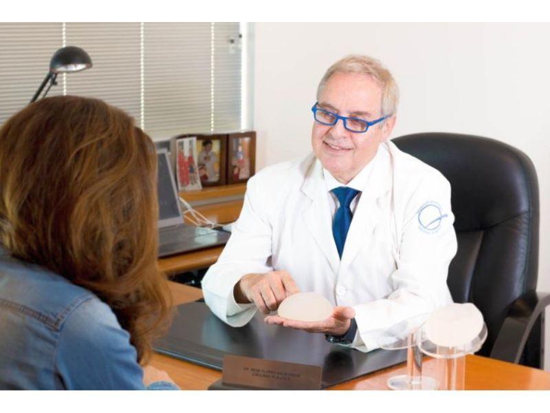 Dr. René Flores Aqueveque