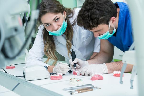 ¿Cómo elijo a mi cirujano odontólogo?