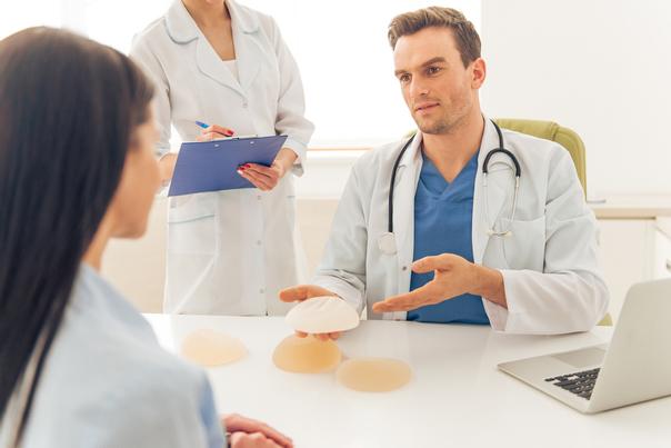 Cita cirujano aumento mamario