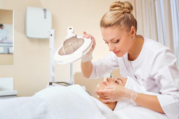 Médico rejuvenecimiento facial
